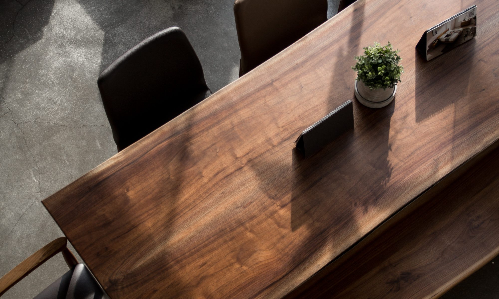 Gulvafslibning i Greve og behandling af bordplader